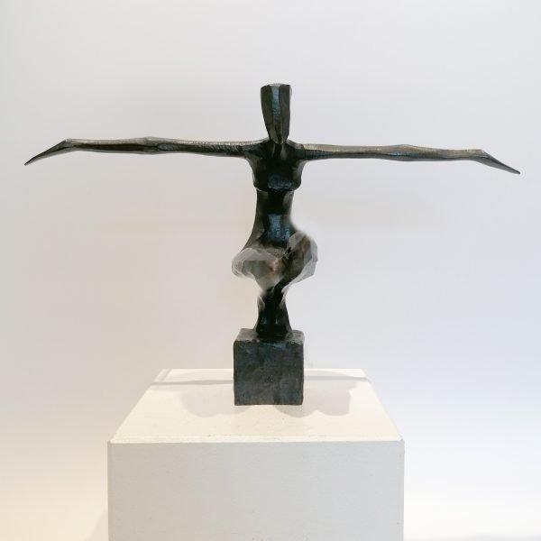 Rosi. A bronze sculpture by Nando Kallweit